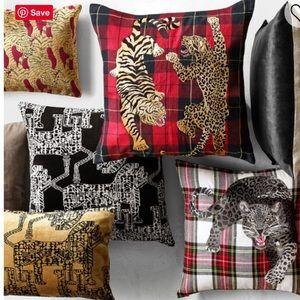 NWT Savannah Tiger Velvet Jacquard Pillow Cover